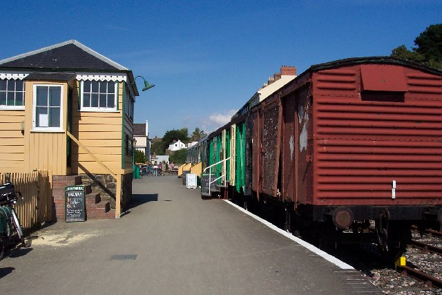 Photo of old trains on the platform at Bideford Station