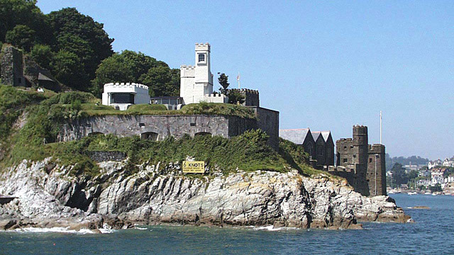 Photo of the castle at Dartmouth from the water