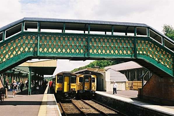 Photo of the footbridge and trains at Okehampton station