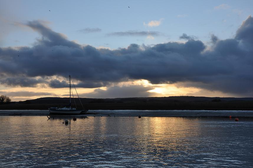 Photo of a boat on the Exe Estuary at Dusk in winter